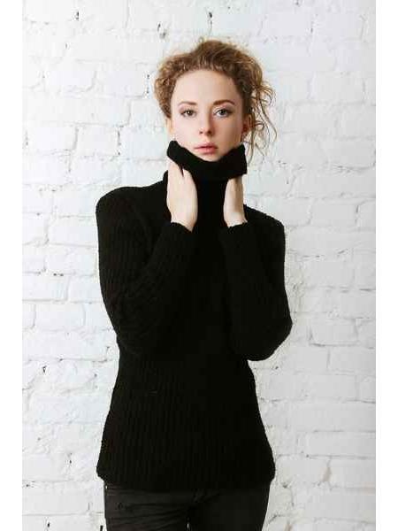 Tiara (black) sweater