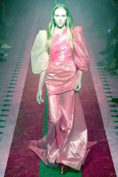 Розовое платье 2017 года
