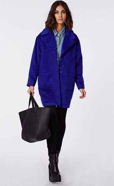 с какой обувью носить синее пальто кокон